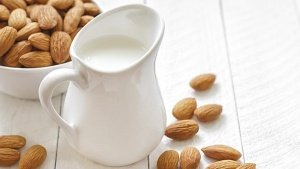 Warm Vanilla-Almond Milk Recipe