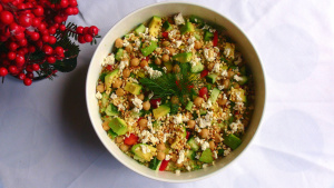 Fresh Quinoa Salad with Chickpeas and Dates