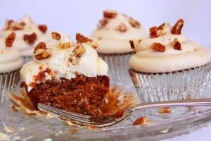 Vegan Sweet Potato Cupcakes with Creamy Maple Frosting