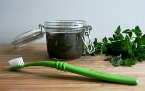 Caralishious Beauty Series: What you Should Know about Toothpaste